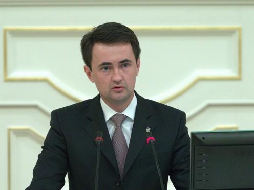 Депутат Алексей Макаров интересуется вопросом о платных парковках