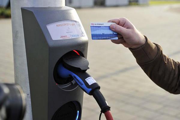В Москве планируется установка 100 станций для подзаряда электромообилей