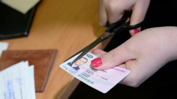 За неуплату алиментов и штрафов будут лишать водительских прав
