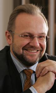 Анатолий Милашов сообщил, что платные парковки заработают в августе