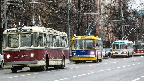 Парад ретро-транспорта в Петербурге
