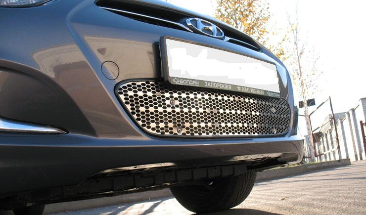 Пример установки защитно-декоративной сетки радиатора